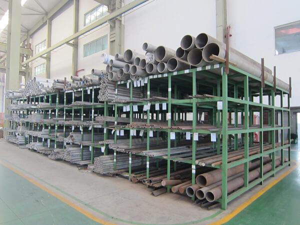 Taller de materia prima – tubos de acero