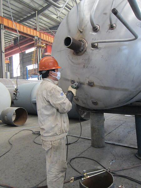 Pulido de tubos del tanque